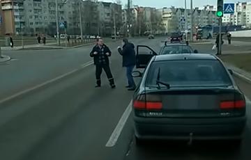 Видеофакт: В Гродно водители подрались прямо на дороге