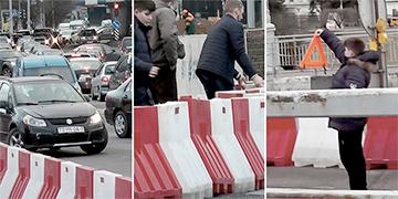 Видеофакт: Водители отодвинули ограждение и «разрулили» пробку в центре Минска