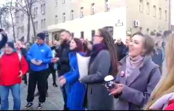 """Minsk Dwellers Performed """"Three Turtles"""" After Volski's Detention"""