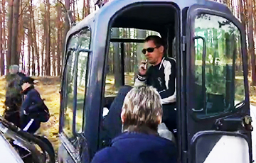 """Heroes And Scum. """"Rogue Song"""" Of Belarusian Tractor-Driver Breaking Crosses In Kurapaty"""