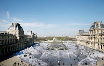 В центре Парижа появилась оптическая иллюзия