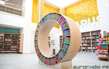 В Минске открылся двухэтажный книжный магазин с кафе