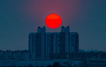 Фотофакт: багровый закат над Минском