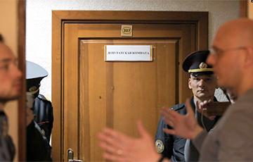 Жителей и журналистов не пустили на заседание о «уплотнении» квартала в центре Минска
