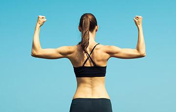 Простое упражнение, которое исправит осанку и уменьшит талию за пять минут в день