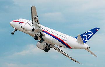 СМИ сообщили об экстренной посадке Sukhoi Superjet 100 в Москве