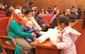 В Казахстане на протест вышли многодетные матери и потребовали встречи с Назарбаевым