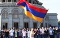 У Арменіі прыхільнікі Пашыняна заблакавалі будынкі судоў