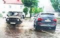 Улицы Пинска и Бреста из-за дождя превратились в Венецию