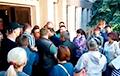 Видеофакт: Гомельчане устроили давку в очереди за квартирами