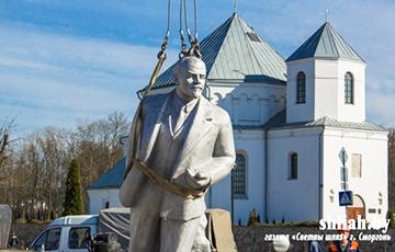 З галоўнай плошчы Смаргоні прыбралі Леніна
