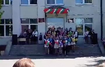 В Бресте школьники поют «Перемен» Цоя