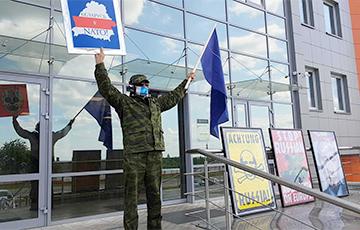 Художник Алесь Пушкин провел акцию-перфоманс против русификации Беларуси