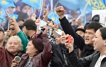 Лукпан Ахмядзьяраў: У Казахстане ўпершыню пачаліся агульнанацыянальныя пратэсты