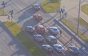 В Бресте таксист и четверо его пассажиров напали на автомобиль
