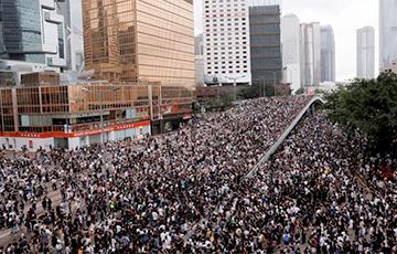 Улады Ганконга пайшлі на саступкі пратэстоўцам супраць закона аб экстрадыцыі