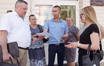 Russian Living In Belarus For 26 Years Challenges Expulsion Decision In Court