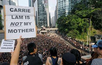 После массовых протестов глава администрации Гонконга извинилась перед народом