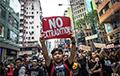 Жители Гонконга выстроились в 45-километровую живую цепь