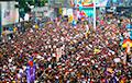 Фотофакт: Как выглядят миллионные протесты в Гонконге
