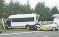 Пад Менскам адбылася сур'ёзная аварыя з удзелам маршруткі і таксі