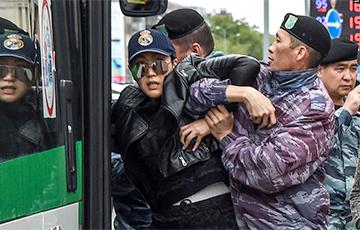 Казахстан: улады сутыкнуліся з новым грамадствам