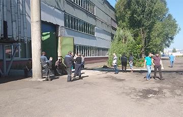 «Новость о нашей забастовке наделала шухера»: в Гатово продолжается протест