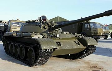 Видеофакт: Поляк ездил на танке Т-55 по ночному городу
