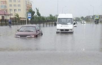 Як у Венецыі: у Пінску плавалі па вуліцы на лодцы
