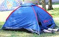 Гродненец поставил палатку перед администрацией района и собрался там жить
