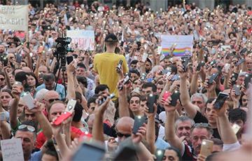 Вахтанг Кикабидзе поддержал протестующих в Тбилиси