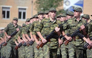 РБК: Вайскоўца тэрміновай службы, які расстраляў таварышаў у РФ, паставілі на варту насуперак загаду Мінабароны