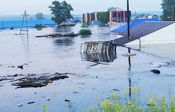 Мощное наводнение разделило Россию на две части