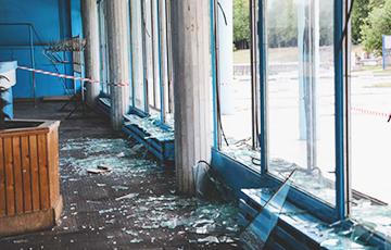Фотофакт: Во время салюта в комплексе «Динамо» выбило 51 оконное стекло