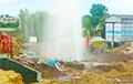 Відэафакт: У Віцебску з-пад зямлі хвастаў велізарны «фантан»