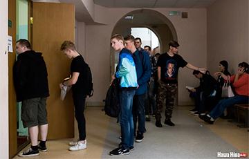 Фотофакт: Стартовал прием документов в белорусские вузы