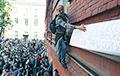 Улица хочет заставить Кремль отступить