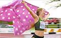 Видеофакт: Российская спортсменка заменила флаг РФ на цветной плед