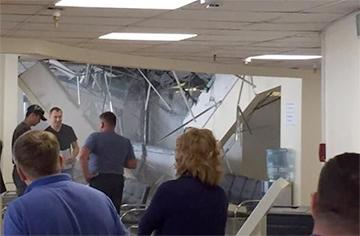 В визовом центре Литвы в Минске обрушился подвесной потолок