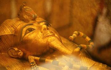 В Египте впервые в истории реставрируют саркофаг Тутанхамона