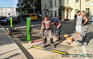 В центре Минска устанавливают станцию зарядки электромобилей