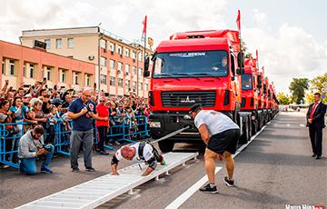 Беларускі асілак змог працягнуць 15 грузавікоў масай 157,5 тоны