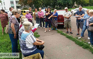 Гомельчане продолжают протестовать против застройки у озера