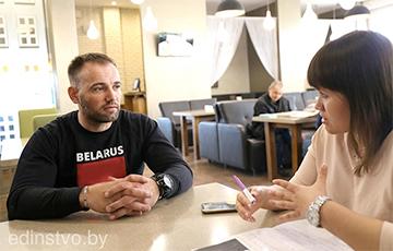 Борисовская районная газета замазала «Погоню» на свитшоте героя интервью