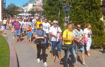 250 человек прошли маршем по центру Бреста