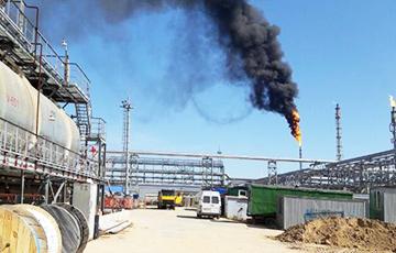 Фотофакт: Над Мозырским НПЗ появился огненный «факел»