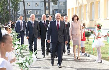Лукашенко: Надо учиться, а не покуривать в туалете
