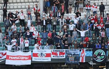 Беларусы прыехалі на матч у Эстонію з дзясяткамі нацыянальных сцягоў