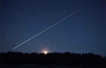 Фотофакт: Яркий метеор пролетел ночью над Барановичами