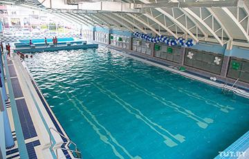 Минчанин отстоял шесть часов в огромной очереди за абонементом в бассейн